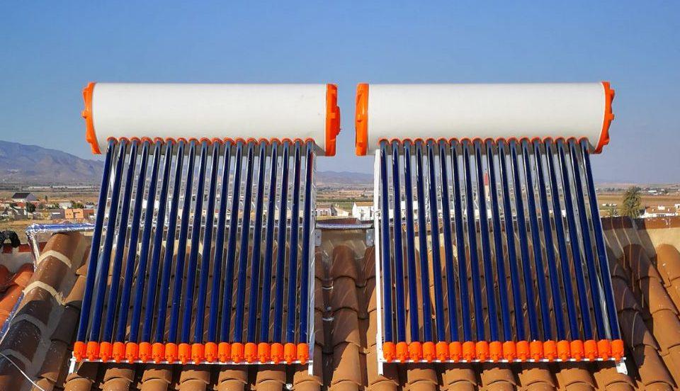 2 equipos termosifón de energía solar térmica, tecnología tubos de vacío. Para producción de ACS