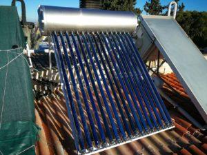 Equipo de energía solar térmica de tubos de vacío para producción de ACS en Murcia