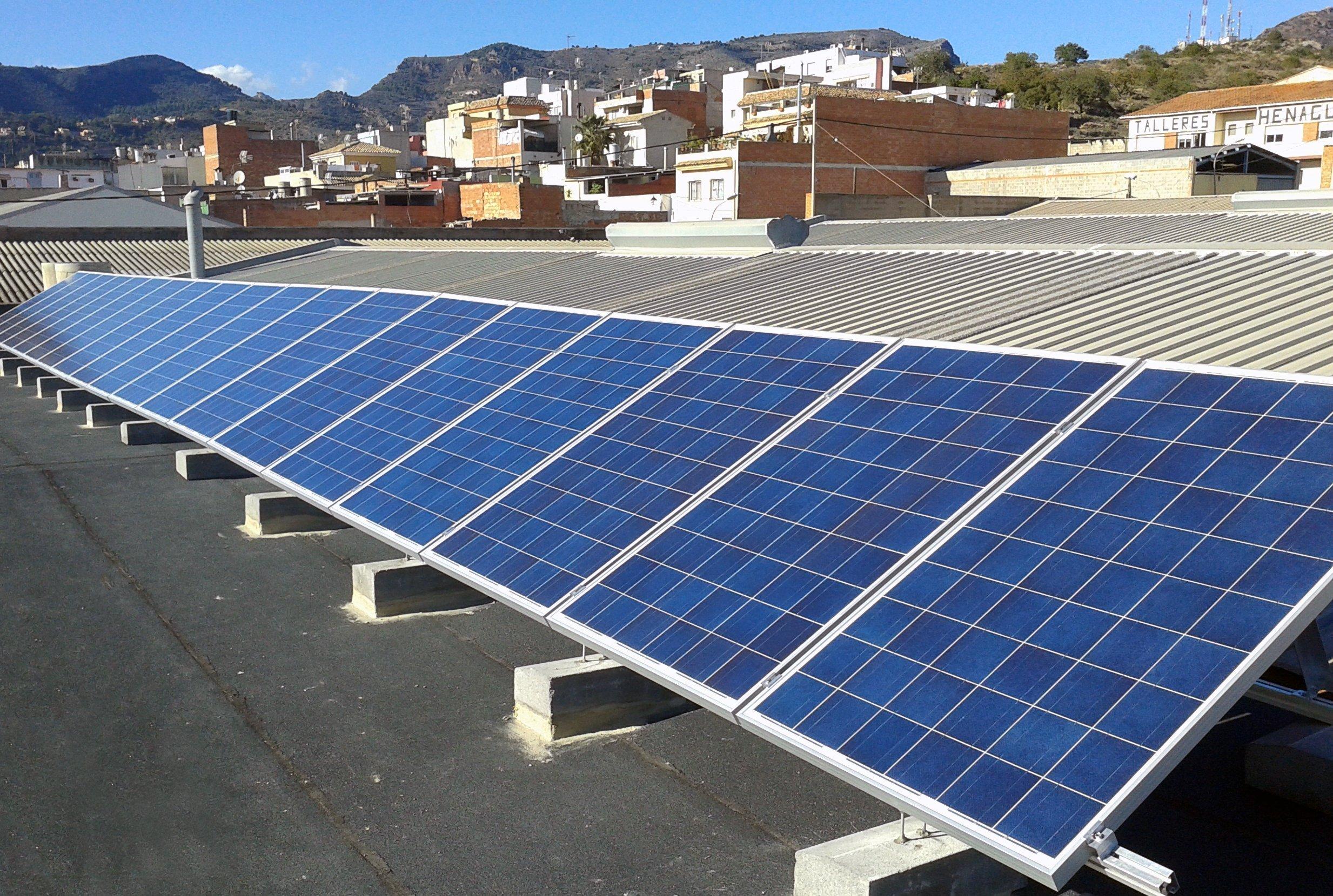 Módulos fotovoltaicos en instalación de autoconsumo.
