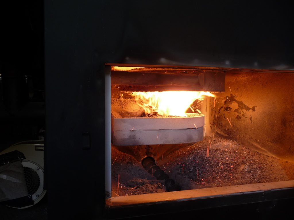 Combustión de caldera de biomasa
