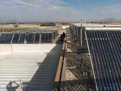 Energía solar térmica tecnología tubos de vacío de la Piscina Municipal de Torre Pacheco