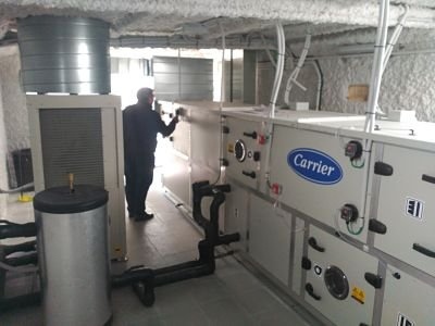 UTA y Bomba de Calor en sala de máquinas de climatización de quirófano