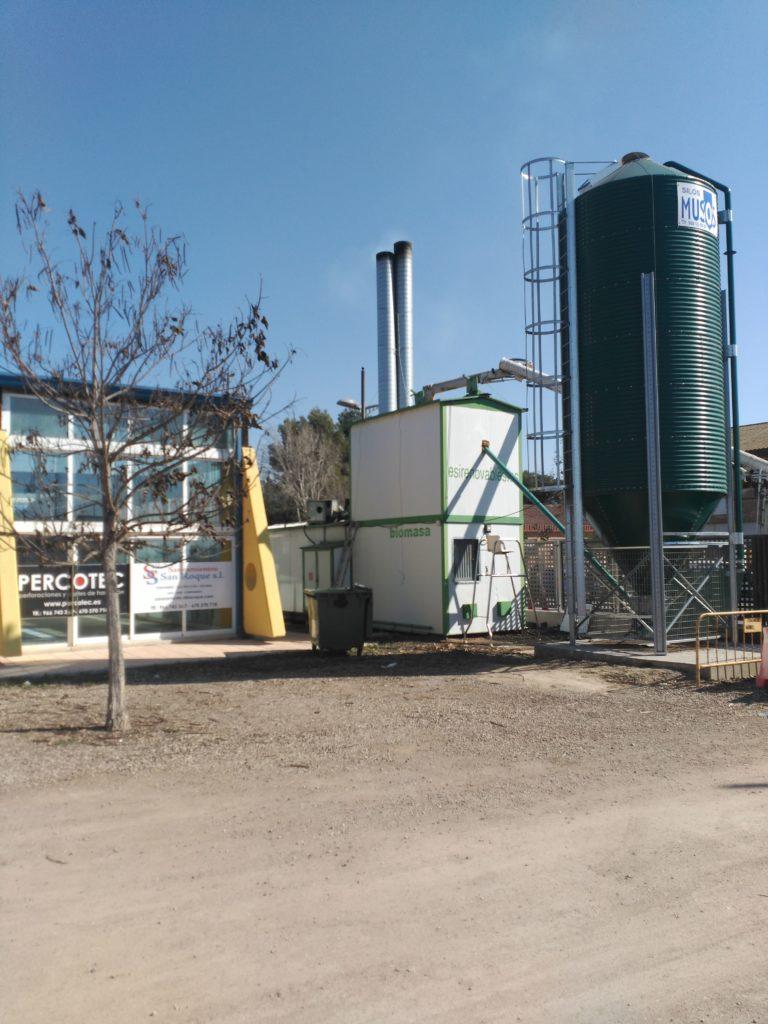 Carga biomasa en silo y conjunto autoportante