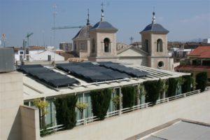 Hotel Arco de San Juan, paneles energía solar termodinámica en cubierta