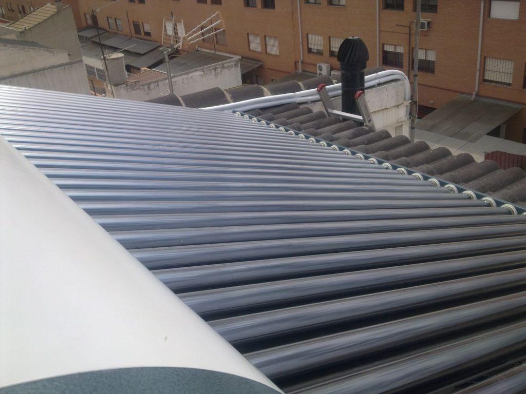 Equipo termosifón de 300 litros de energía solar térmica con 30 tubos de vacío