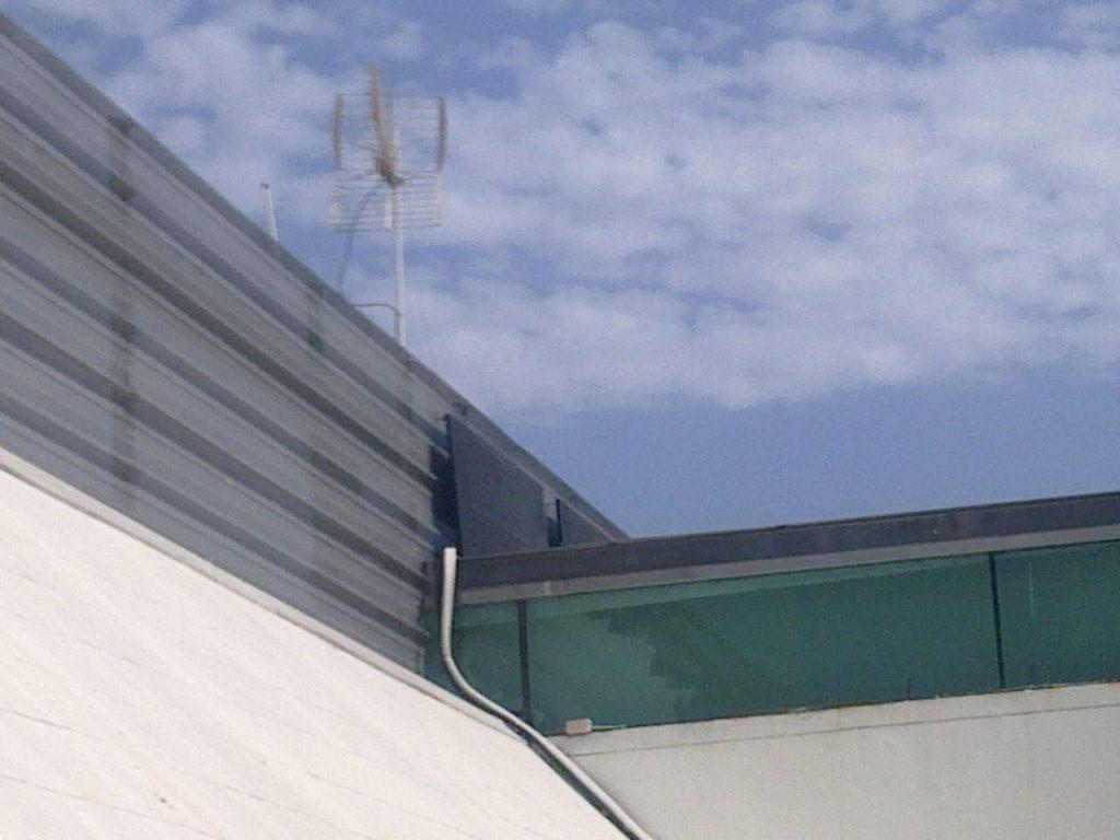 Instalación de aerotermia y energía termodinámica en peluquería, ahorro de energía en la producción del agua caliente sanitaria.