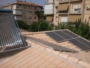 Placas solares tubo de vacío + autoconsumo solar fotovoltaico