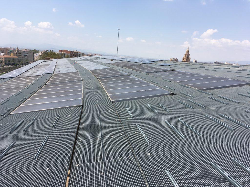 Proceso instalación captadores solares en Hospital Reina Sofía