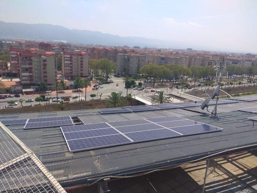 Módulos solares en cubierta de hospital Reina Sofía de Murcia