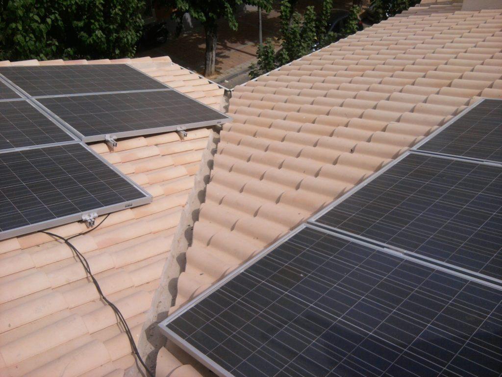 Detalle módulos energía solar fotovoltaica autoconsumo