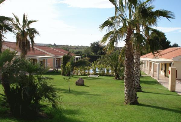 Residencia los Almendros, Perín, Cartagena. Instalación caldera biomasa para producir agua caliente.