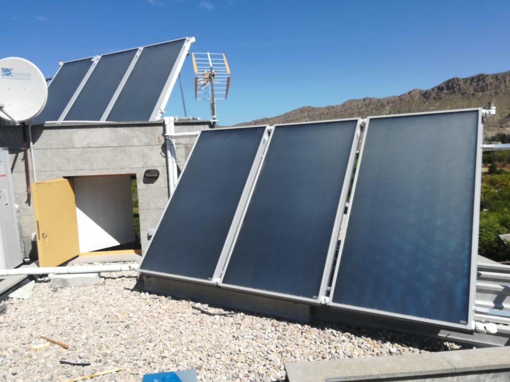 Captadores solares térmicos en vivienda para producción de ACS.