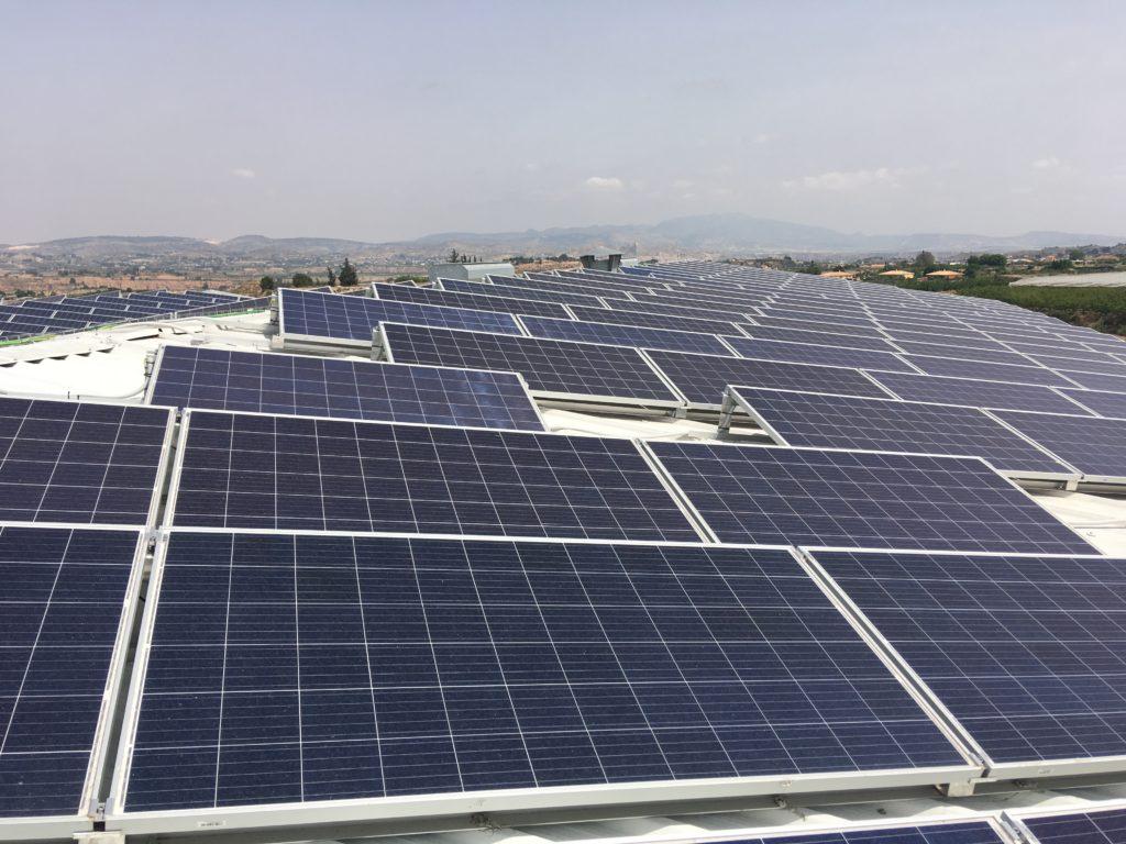 Energías renovables Murcia ESI SL - Módulos fotovoltaicos en cubierta de nave industrial para autoconsumo