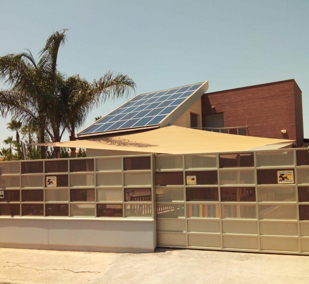 Instalación de placas solares fotovoltaicas para autoconsumo en vivienda en Murcia